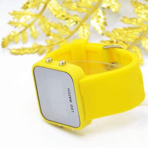 Led saat sarı rəng